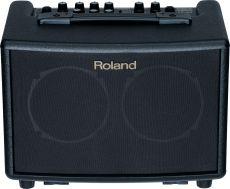 Roland AC-33 paristoilla toimiva vahvistin