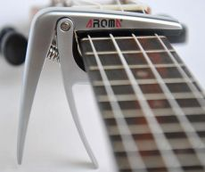 Aroma AC-03 ukulelen capo
