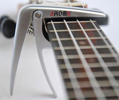 Aroma AC-03 capo ukulelelle