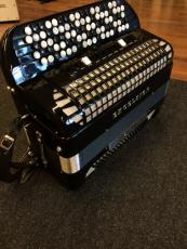 Excelsior 4-äänikertainen harmonikka