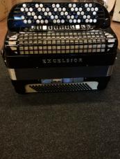 Excelsior 4-äänikertainen näppäinharmonikka