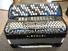 A.Bugari 4-äänikertainen harmonikka