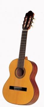Esteve ST48 1/2- klassinen kitara