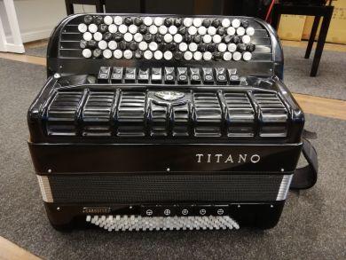 Titano Virtuoso Cassotto harmonikka